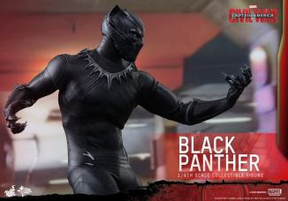 Hot Toys Black Panther figure -claws ready