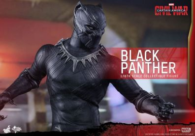 Hot Toys Black Panther figure -main shot