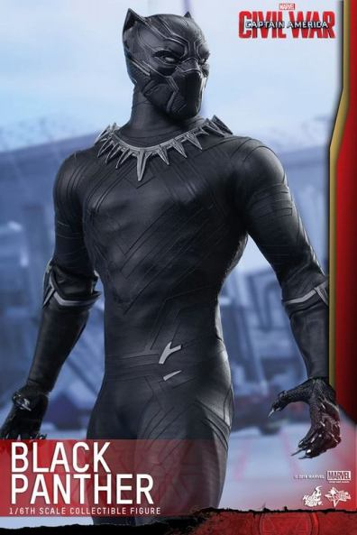 Hot Toys Black Panther figure -standing side