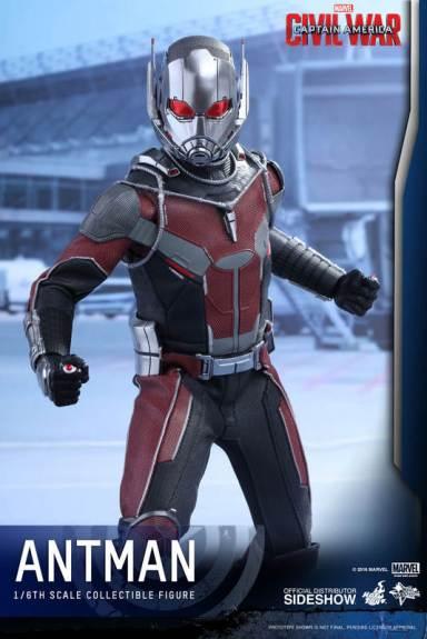 Hot Toys Civil War Ant-Man figure -battle ready