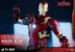 Hot Toys Civil War Iron Man -punching