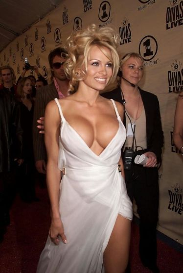 Pamela-Anderson-hot-in white gown