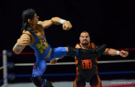 WWE 123 Kid figure review - leg lariat to Bam Bam Bigelow