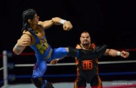 WWE 123 Kid figure review - leg lariat to Bam Bam Bigelow