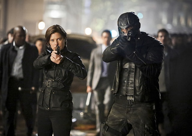 Arrow Schism review - Lyla and Diggle-min