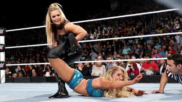 WWE Extreme Rules 2016 - Natalya and Charlotte