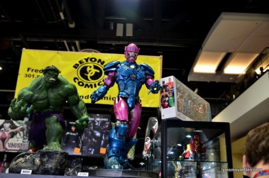 Awesome Con 2016 - Beyond Comics Hulk and Sentinel display-min