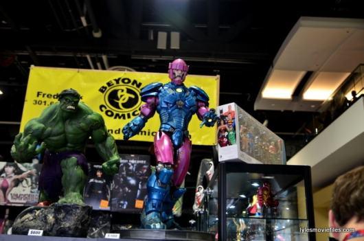 Awesome Con 2016 - Beyond Comics Hulk and Sentinel display-min