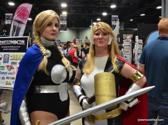 Awesome Con cosplay Day 2 -Valkyrie and Thor