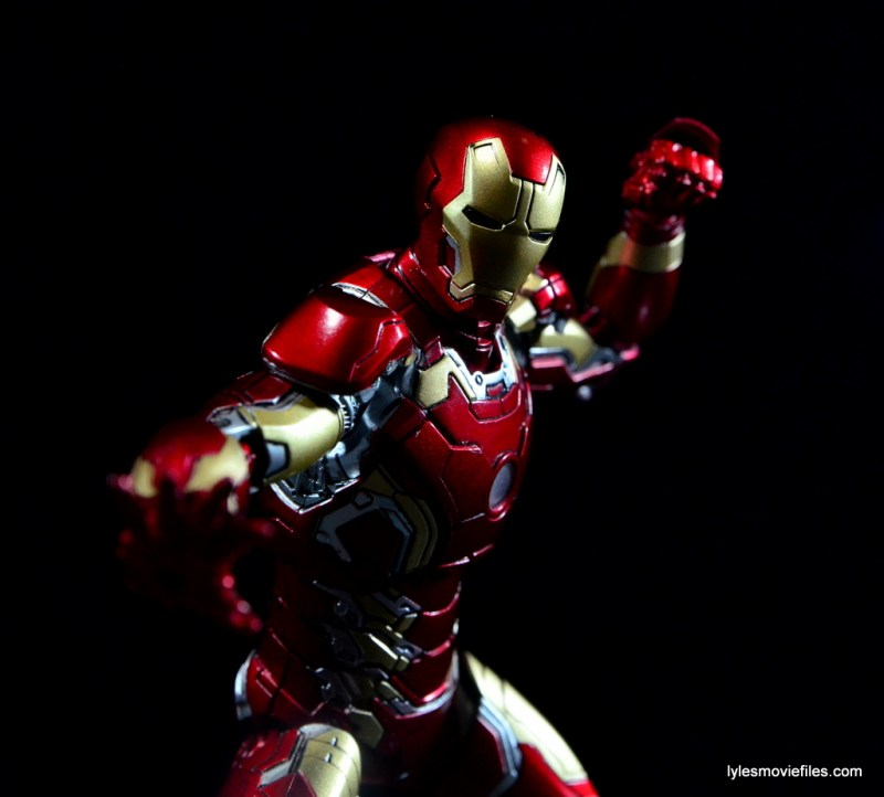 Iron Man Mark 43 Comicave Studios Omni Class Scale figure - ready to punch