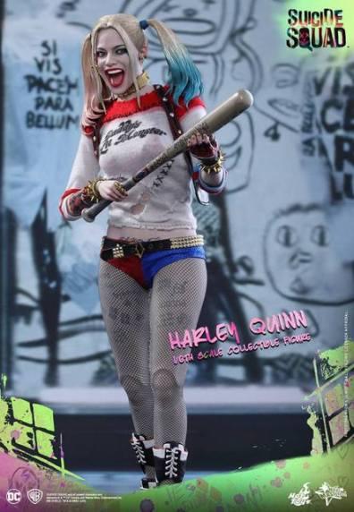 Hot Toys Harley Quinn Suicide Squad figure -grabbing bat