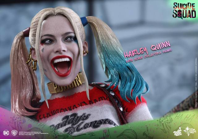 Hot Toys Harley Quinn Suicide Squad figure -tight face closeup