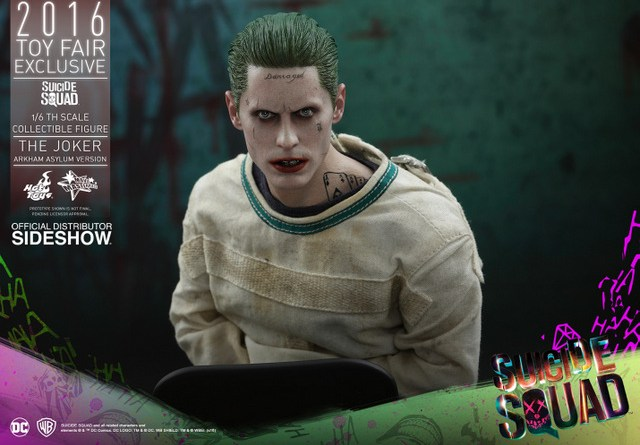Hot Toys The Joker Arkham Asylum version -close up main