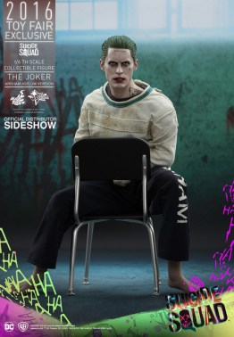 Hot Toys The Joker Arkham Asylum version - in chair