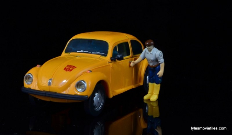 Transformers Masterpiece Bumblebee review - car mode with young Spike
