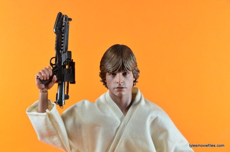 Hot Toys Luke Skywalker figure review -raising blaster
