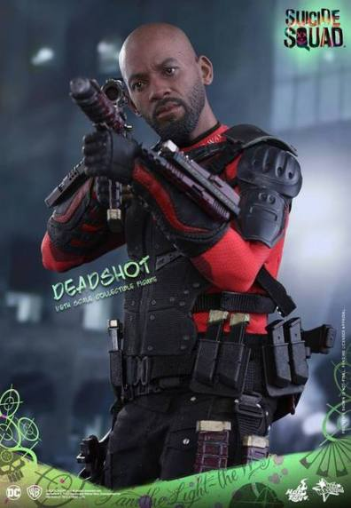 Hot Toys Suicide Squad Deadshot figure -aiming rifle