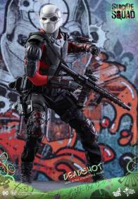 Hot Toys Suicide Squad Deadshot figure -mask on running