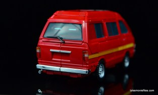 Transformers Masterpiece Ironhide figure review -van rear right side