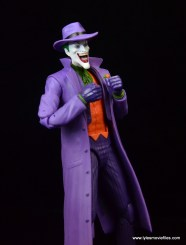 dc-icons-the-joker-figure-review-grabbing-jacket