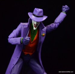 dc-icons-the-joker-figure-review-peering-down