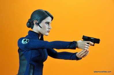 Hot Toys Maria Hill figure -aiming pistol