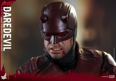 hot-toys-netflix-daredevil-figure-bloody-variant