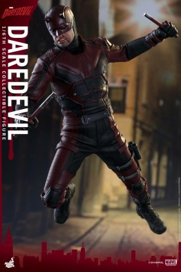 hot-toys-netflix-daredevil-figure-leaping