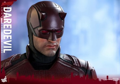 hot-toys-netflix-daredevil-figure-main-pic