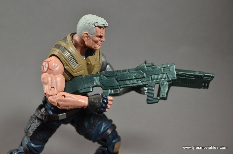 marvel-legends-cable-figure-review-holding-two-guns