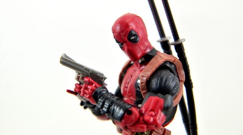 marvel-legends-deadpool-figure-review-main-pic