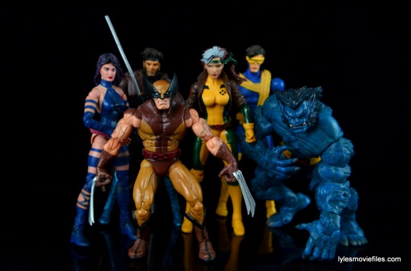 Marvel Legends Rogue figure review - with Psylocke, Gambit, Wolverine, Cyclops and Beast