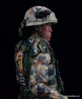 neca-aliens-series-9-frost-figure-review-helmet-detail-right-side