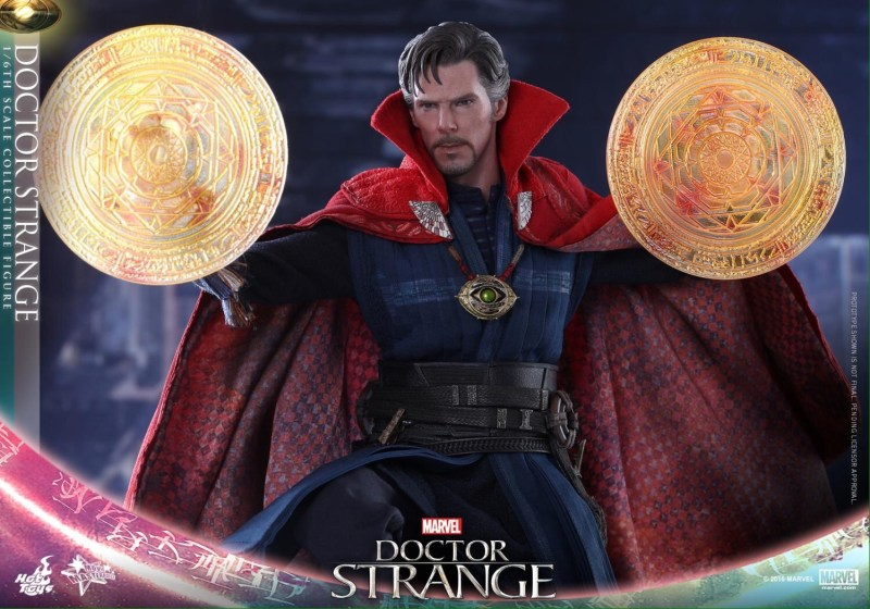 Hot Toys Doctor Strange - wide conjuring