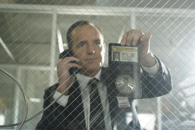 agents-of-shield-let-me-stand-next-to your fire coulson