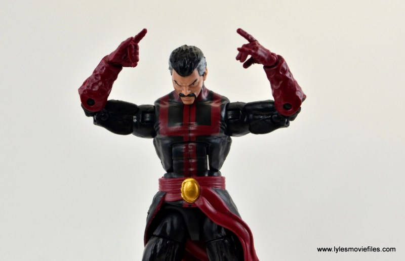 marvel-legends-doctor-strange-figure-review-focusing
