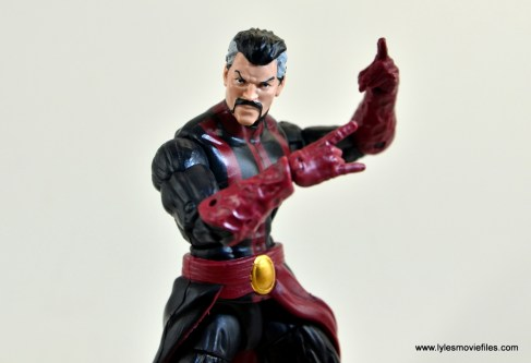marvel-legends-doctor-strange-figure-review-pivoting