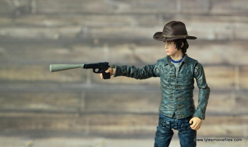 the-walking-dead-carl-grimes-figure-review-series-7-aiming-gun