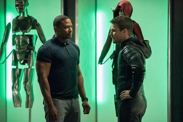 arrow-the human target review-diggle-and-oliver