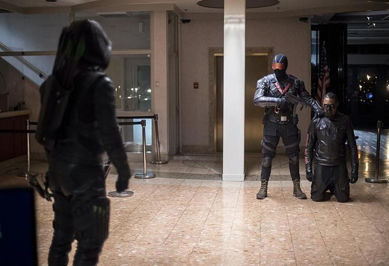 arrow vigilante review-green-arrow-faces-off-with-vigilante