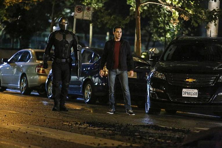 supergirl-changing-review-guardian-and-mon-el