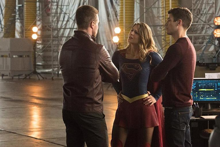 the-flash-invasion-oliver-supergirl-and-barry