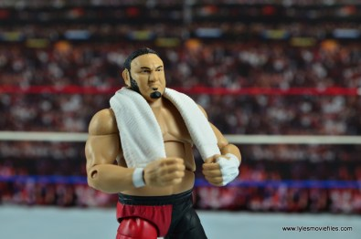 wwe-elite-43-samoa-joe-figure-review-holding-towel