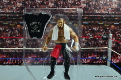 wwe-elite-43-samoa-joe-figure-review-in-plastic-tray