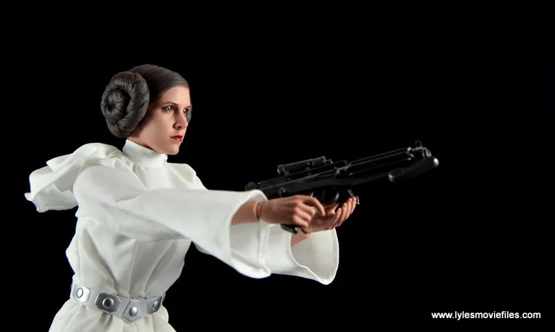Hot Toys Princess Leia figure review - aiming Stormtrooper blaster