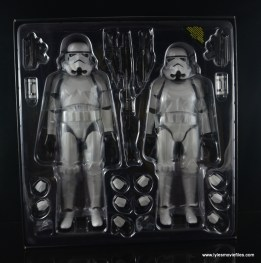 Hot Toys Stormtroopers figure review - in tray