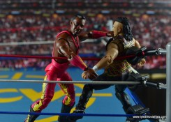 WWE Elite 46 Harlem Heat figure review - Stevie Ray choking out Saggs