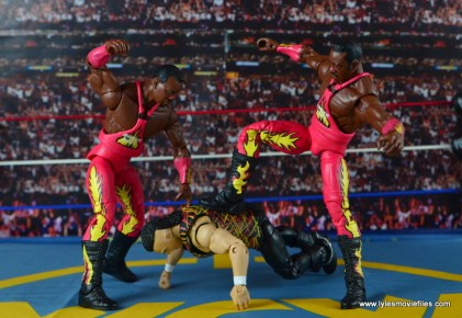 WWE Elite 46 Harlem Heat figure review - clubbering Jerry Saggs