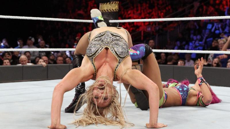 WWE Roadblock 2016 - Charlotte vs Sasha Banks