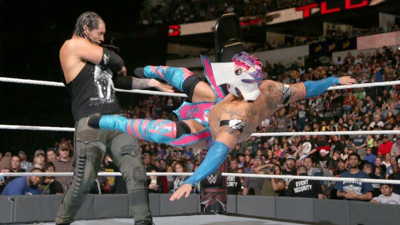 WWE TLC 2016 - Baron Corbin vs Kalisto